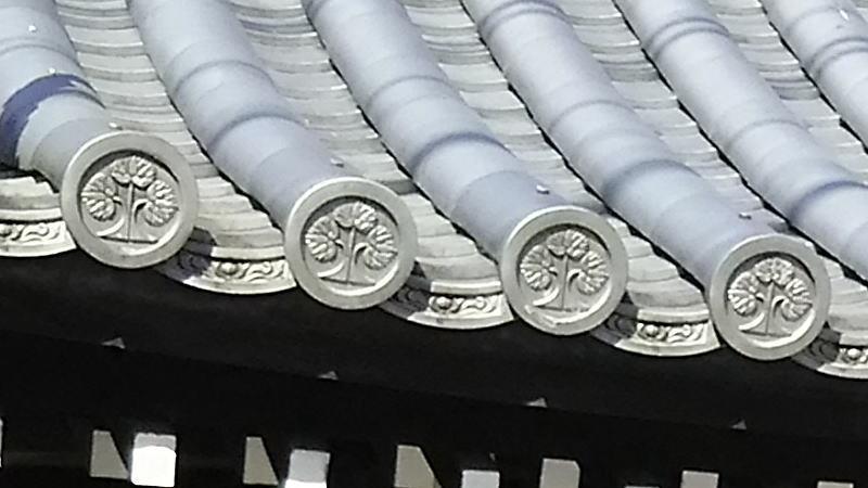 丸に右離れ三つ葉立葵 / 京都 ブログ ガイド
