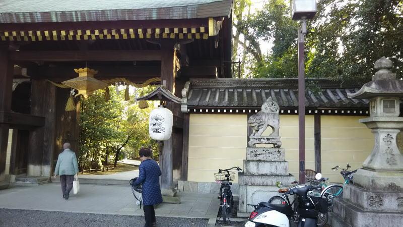北野天満宮の北門 / 京都 ブログ ガイド