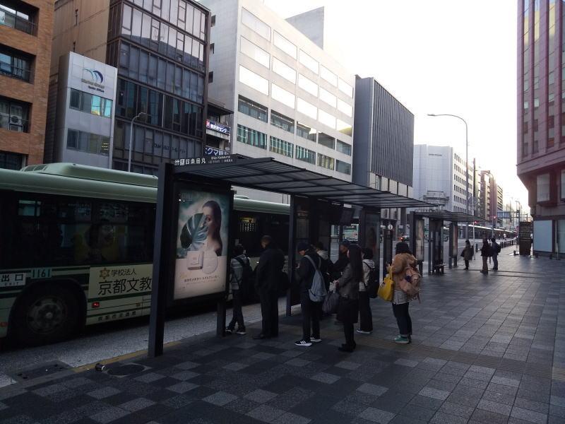 四条烏丸バス停 / 京都 ブログ ガイド