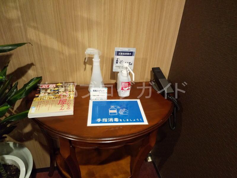 エレベーター前に「 手指消毒用アルコール 」 / 京都 ブログ ガイド